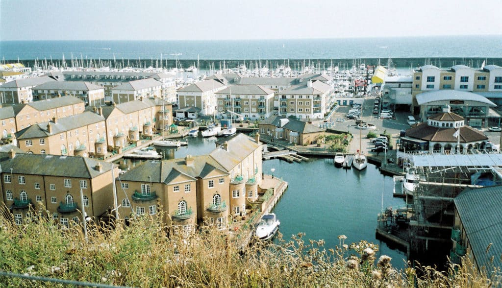 Vista da Brighton Marina. Foto de Jim Linwood via Flickr.