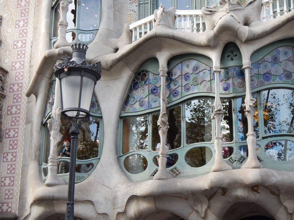 Detalhes dos vitrais da Casa Batlló