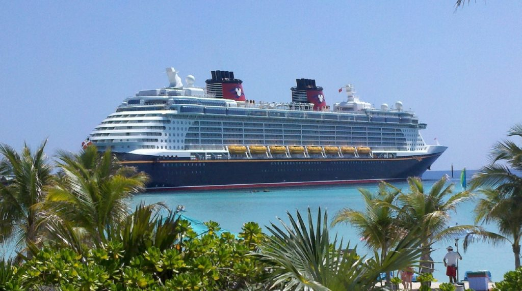 Vista do navio da Disney Cruise Line. Foto de skeeze via Pixabay.