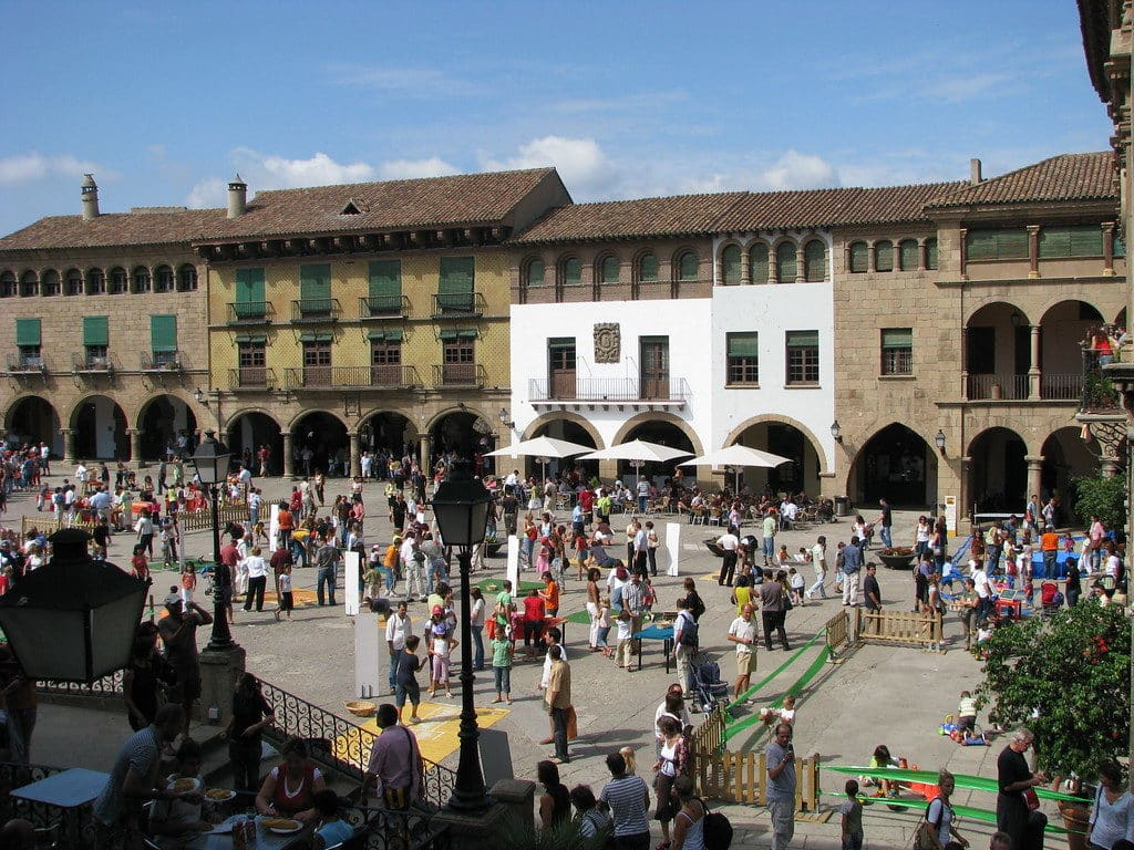 Praça principal do El Poble Espanyol - Foto: Michael via Flickr