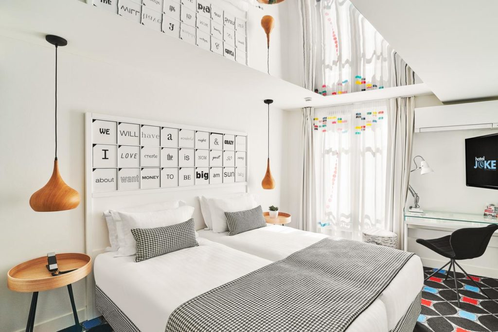 O Hotel Joke com decoração super moderna e simétrica - Foto: Divulgação - onde se hospedar em paris