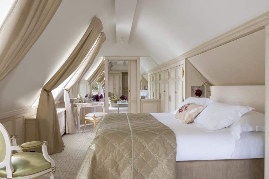 Quarto do hotel Le Meurice em Paris - Foto: Divulgação - Onde se hospedar em Paris
