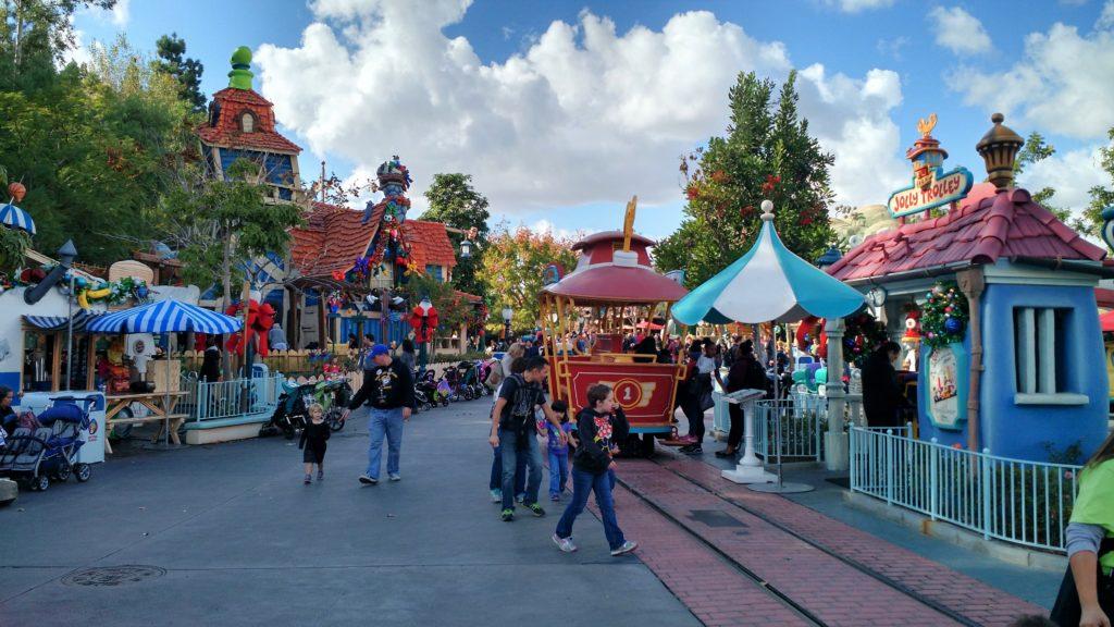 A Mickey's Toontown e suas atrações, na Disneyland Califórnia. Foto da autora do post,