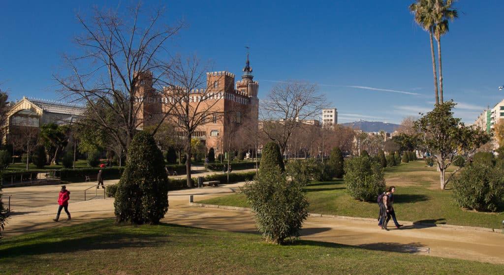 O Parc de la Ciutadella  ao fundo o Castelo dos Três Dragões - Foto: Meet Barcelona