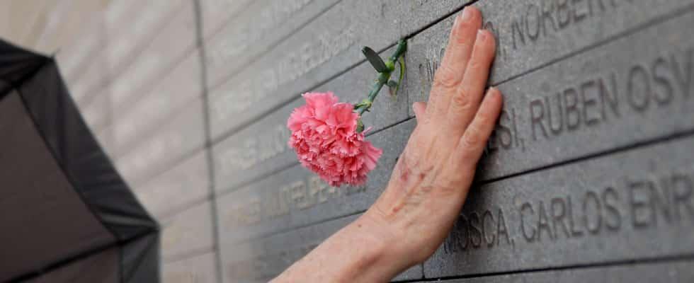 O Monumento às vítimas do terrorismo do Estado no Parque de La Memória - Foto: Turismo Argentina