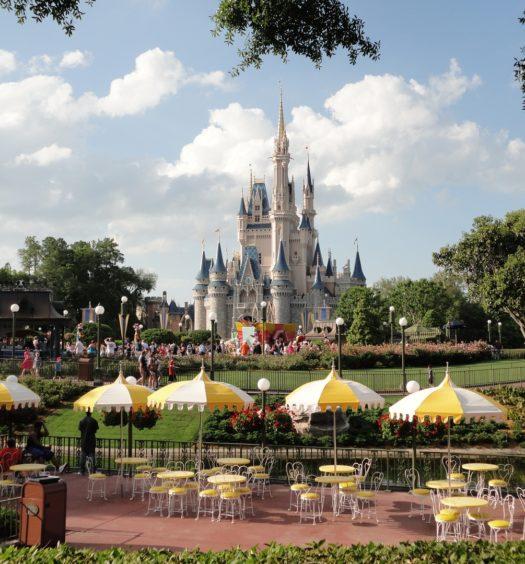 Vista do castelo de um dos parques da Disney. Foto de pxhere