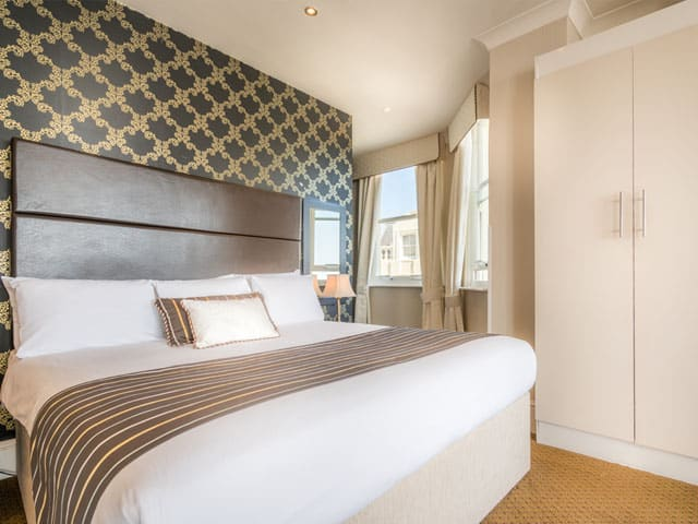 Vista de quarto do Queens Hotel Brighton. Foto via site oficial do hotel.