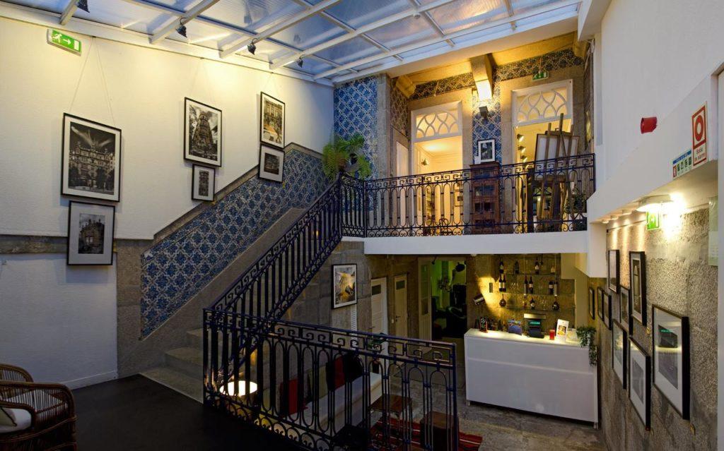 Onde ficar em Porto - Recepção do Galley Hostel