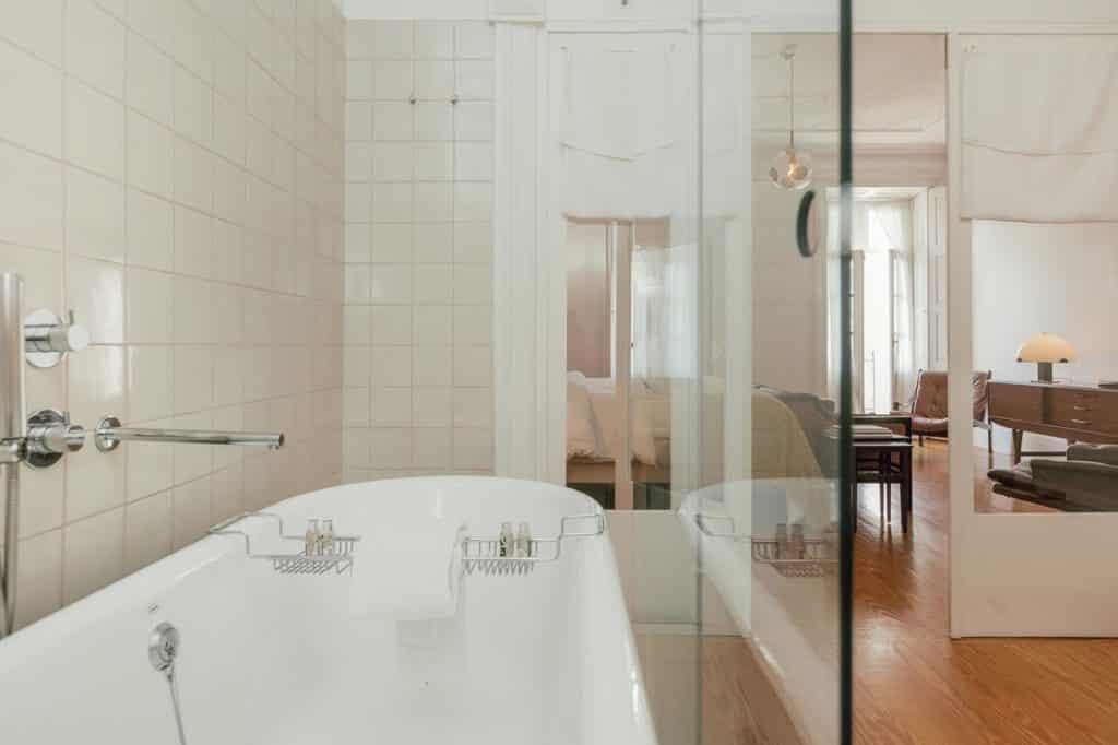 Banheiro no Rosa Et al Townhouse em Porto