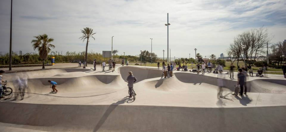 Para todas as idades o Skatepark de la Mar Bella - Foto: @marbellaskatepark  via Facebook