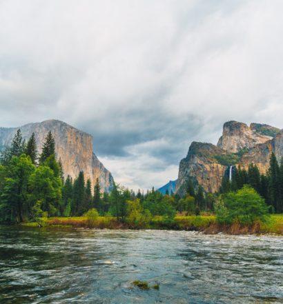 Vista de Yosemite Valley, no Yosemite National Park da Califórnia