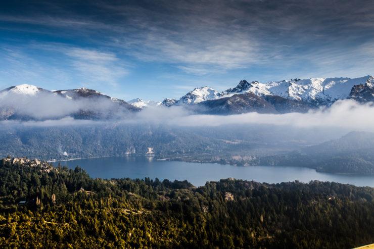 vista aérea da cidade de Bariloche, na Argentina