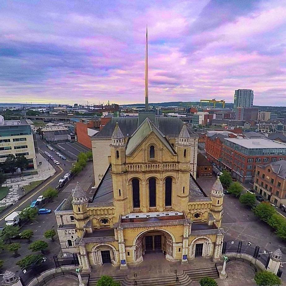 O que fazer em Belfast A Catedral de Belfast vista de cima - Foto: @belfastcathedral via Instagram