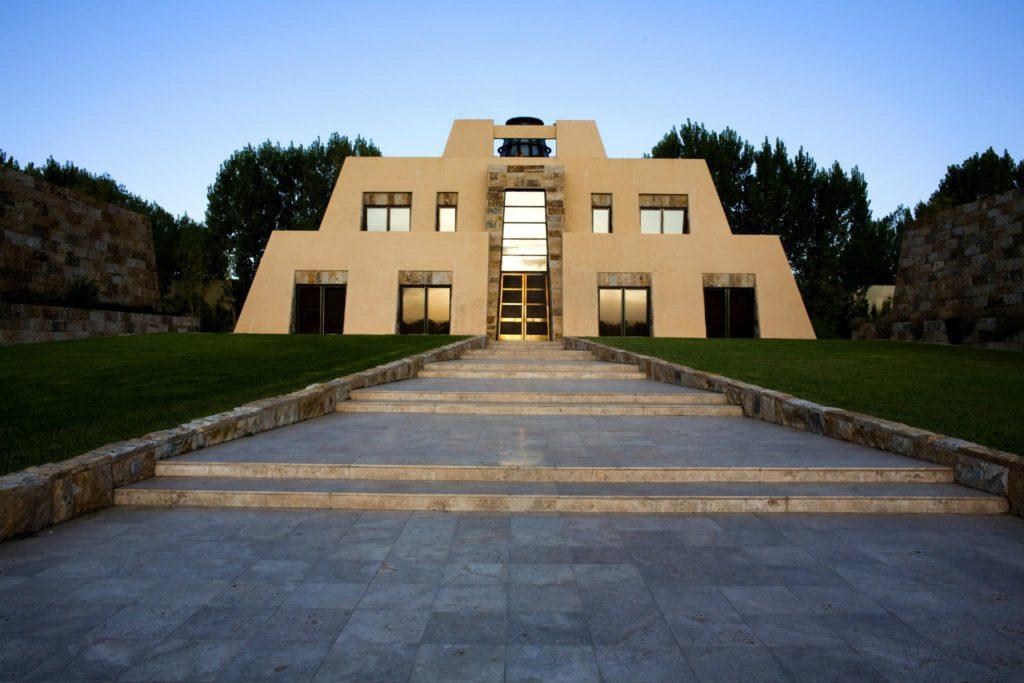 Vista de edifício da Catena Zapata, uma das mais famosas vinicolas Mendoza. Foto da página oficial do Facebook. Vinicola Mendoza