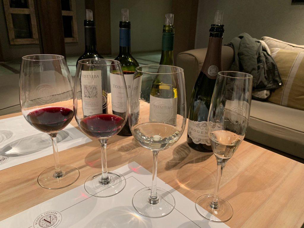 Taças de vinho da degustação da vinícola Vistalba. Foto: Bruno Tavares