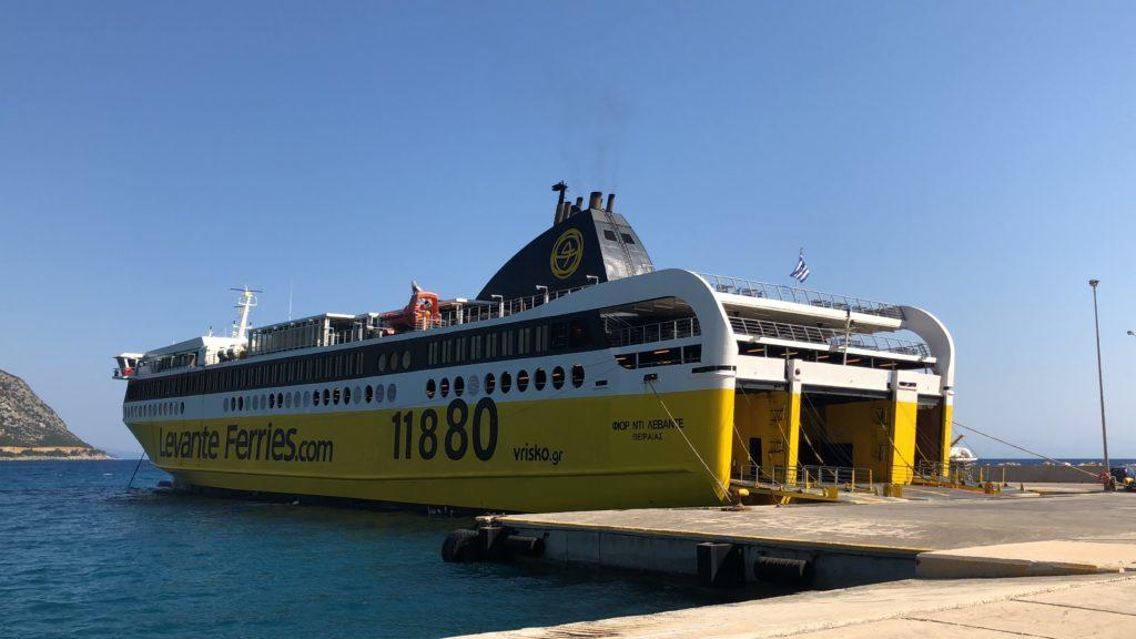 Ferry de Poros, em Kefalonia, a Kyllini, em Zakynthos.