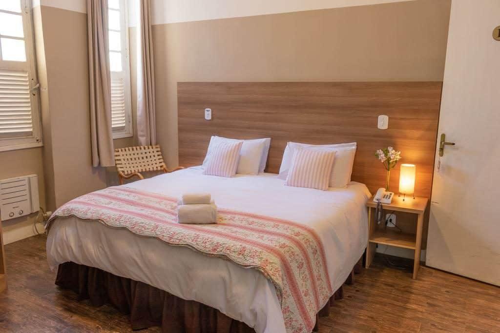 Pousadas em Petropolis - Quarto de casal no Hotel Grão Pará