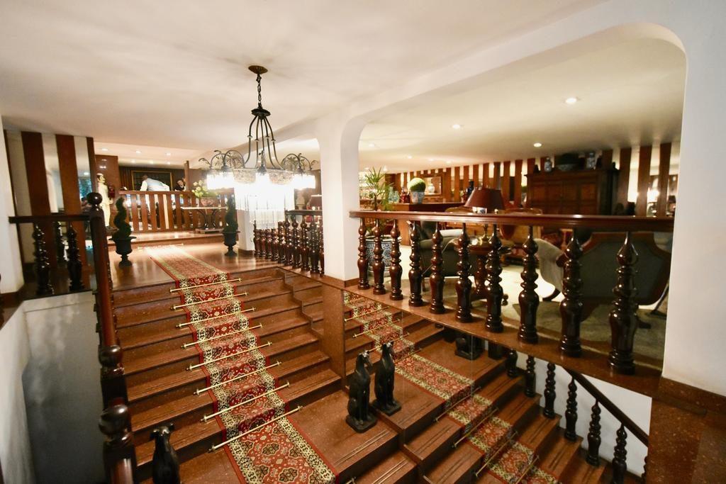 hall de entrada com escadaria no hotel york