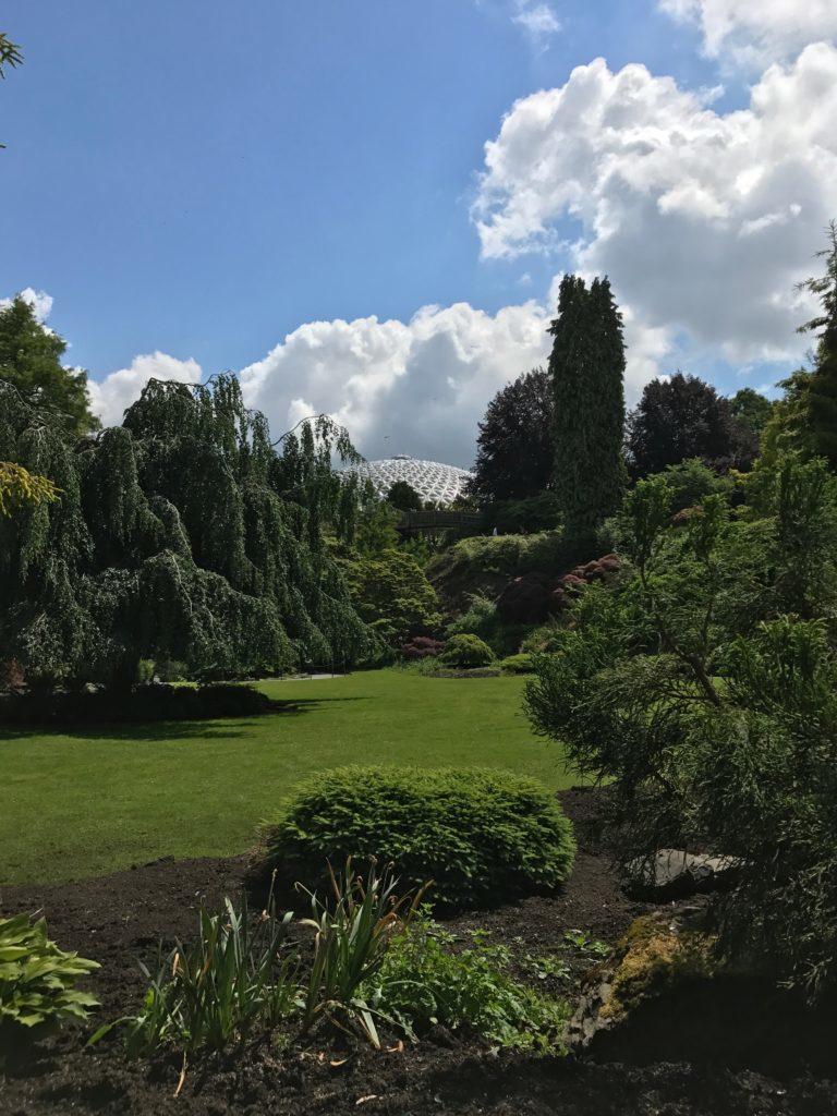 O Queen Elizabeth Park com o Bloedel Conservatory ao fundo - o que fazer em vancouver