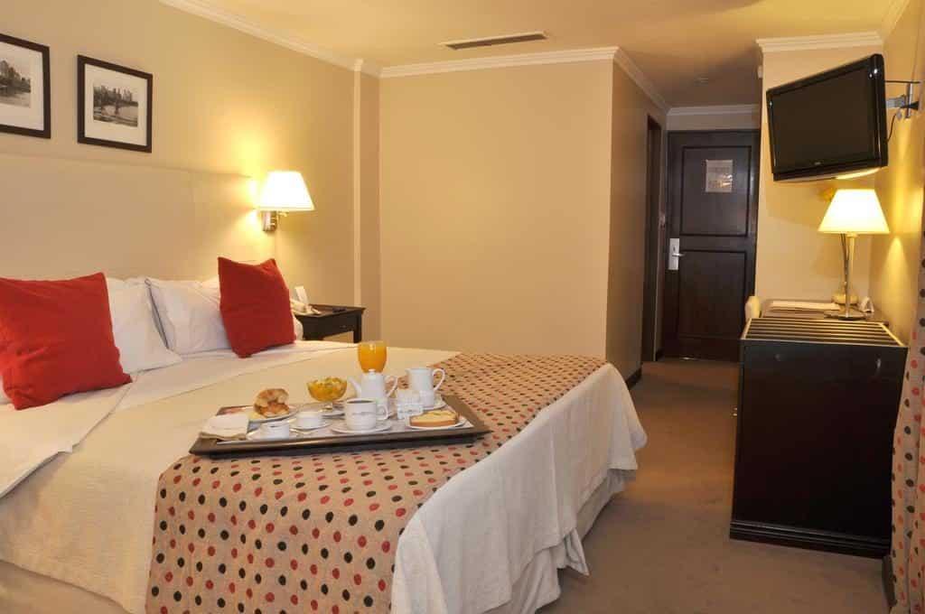 Quarto para casal no Kenton Palace Bariloche - Diárias a partir de R$ 620* para casal com café da manha incluso. Onde ficar em Bariloche