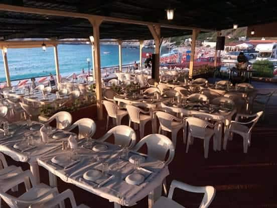 Taverna Ksouras na Petani Beach, Kefalonia