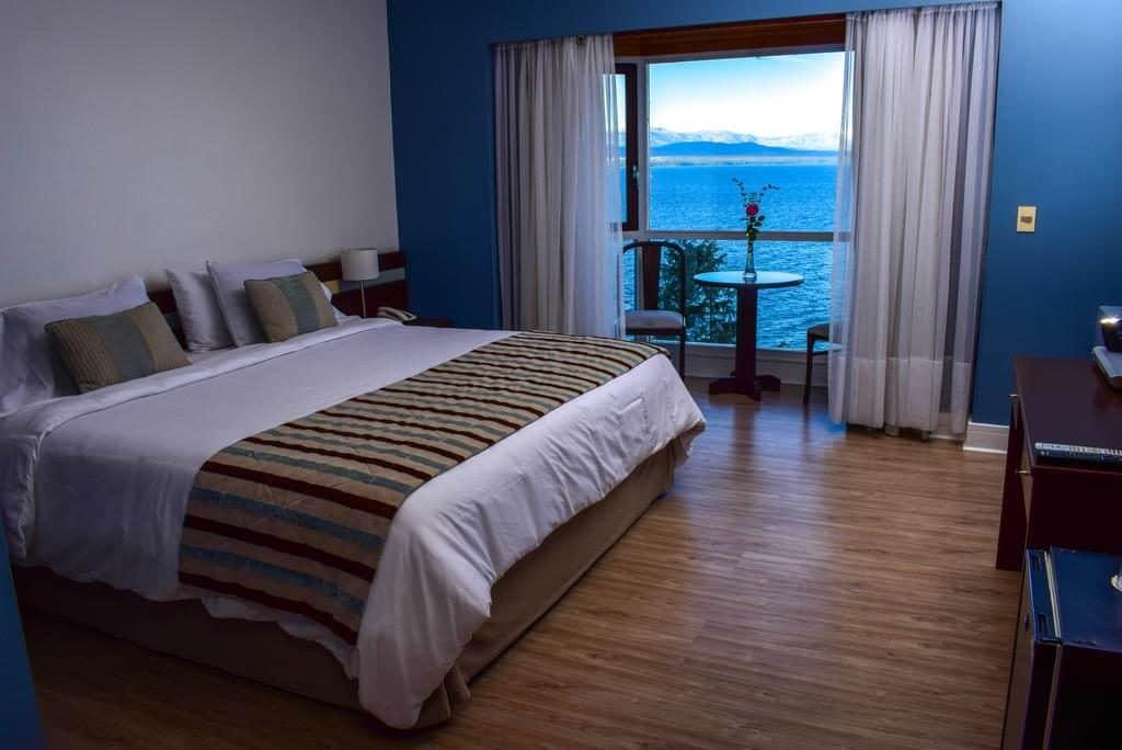 Quarto com vista para o Lago Nahuel Huapi no La Cascada Hotel - Onde ficar em BAriloche