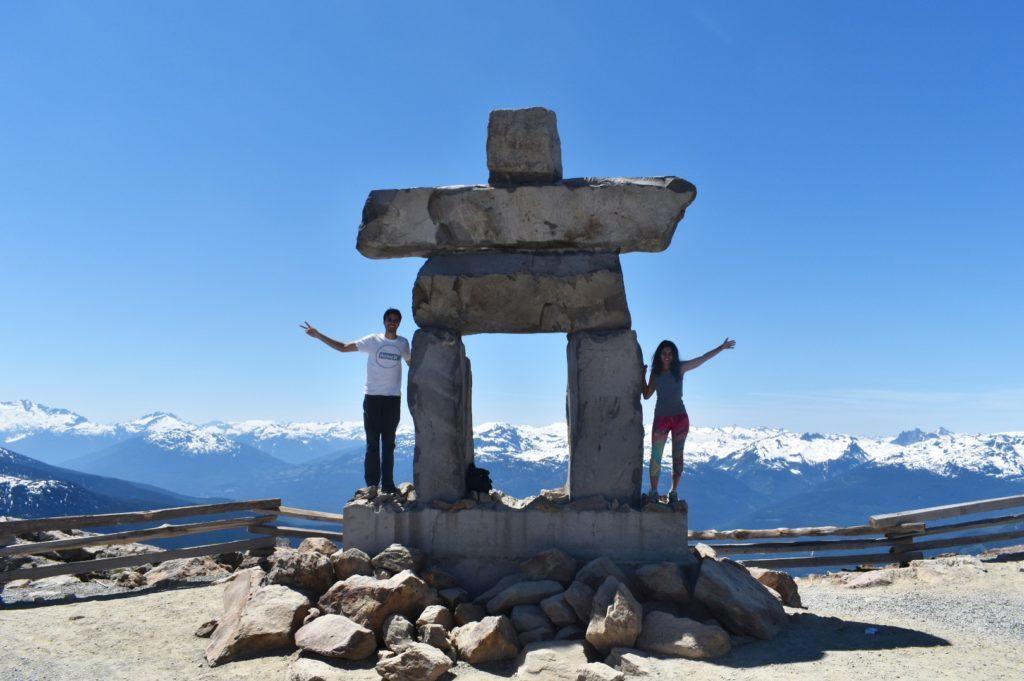 Símbolo das Olimpíadas de inverno de 2010 na Blackcomb Mountain. É possível subir com a Peak 2 Peak Gondola. Foto: Virginia Falanghe