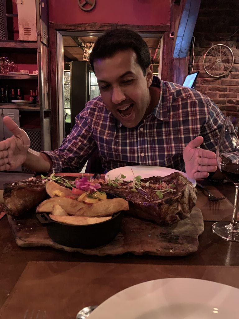 Bruno Tavares no restaurante Republica Malbequiana