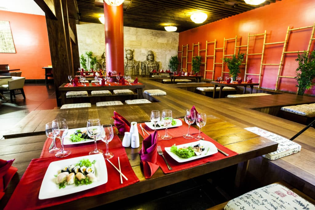 Restaurante Japonês, uma das várias opções de jantar no Grand Palladium Imbassaí
