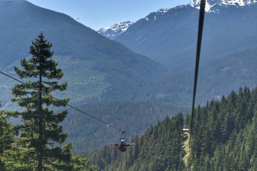 Tirolesa na  SuperFly Zipline em Whistler. Foto: Virginia Falanghe