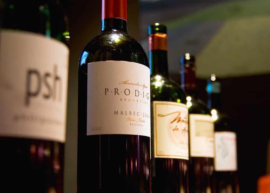 Imagem de garrafas de vinhos mendocinos. Foto de David via Flickr.
