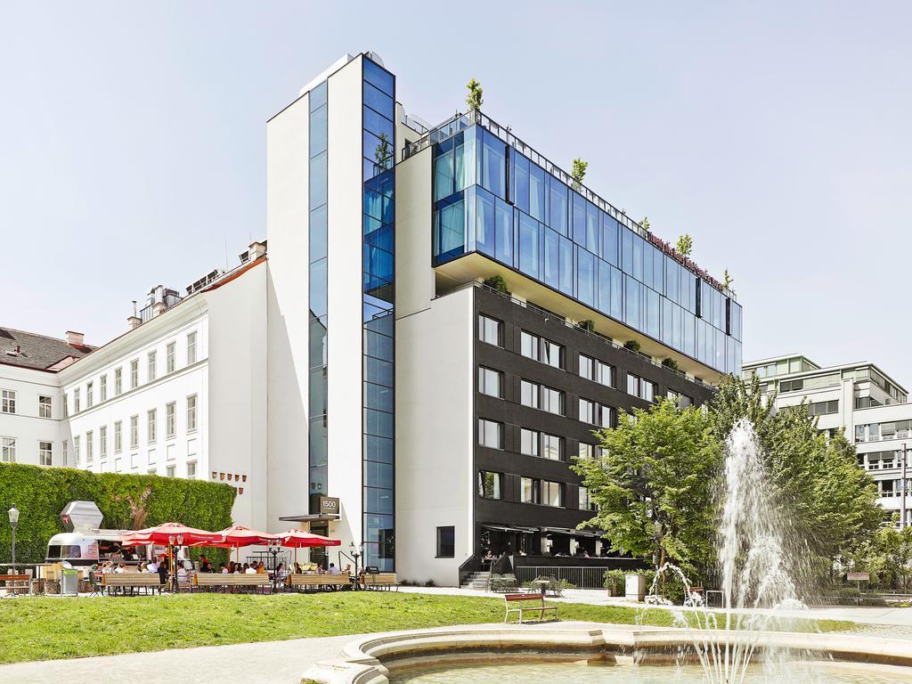 Vista do prédio do 25Hours Hotel, em Viena, e da área nos arredores do hotel
