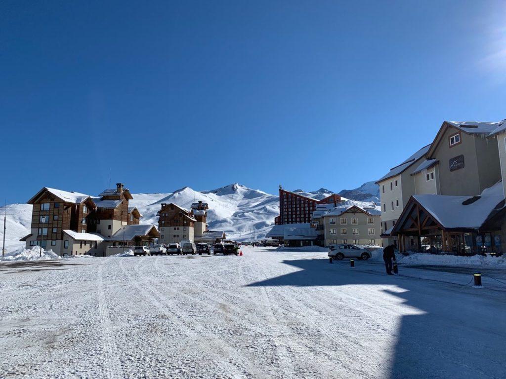 Vista de condomínio no Valle Nevado, com apartamentos de onde ficar em Valle Nevado Chile. Foto de Bruno Tavares