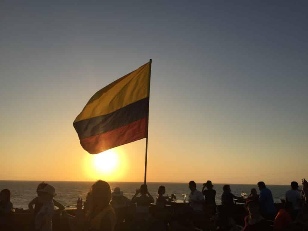 O lindo por do sol no Café de Mar em Cartagena - Vale a pena conhecer!