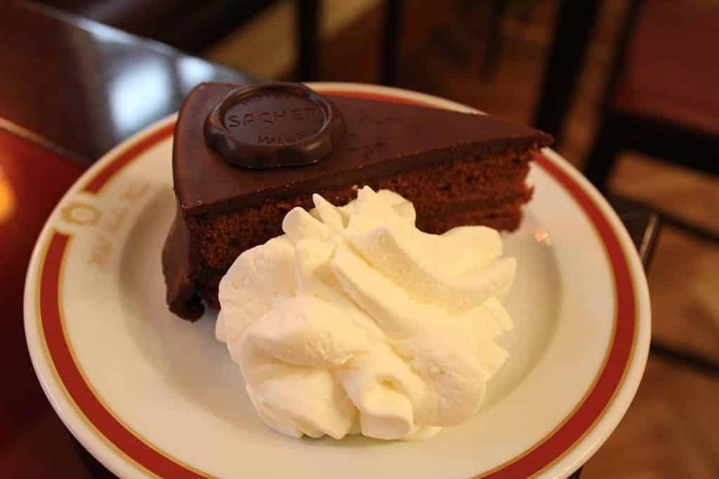 A sobremesa Sacher-tarte, no Café Sacher, em Viena.
