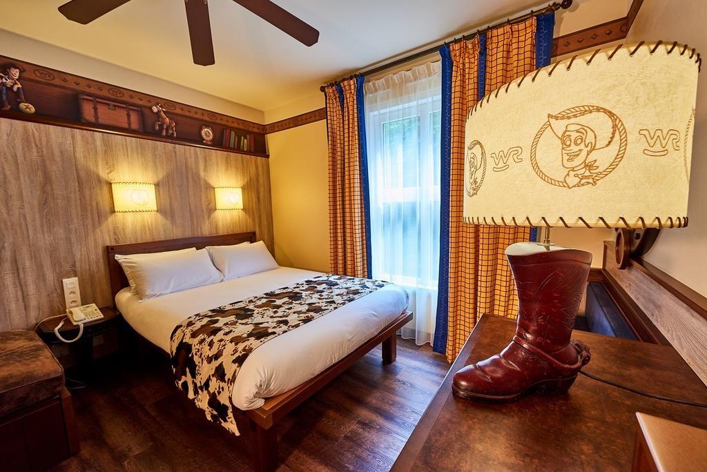 O quarto no Disney's Hotel Cheyenne