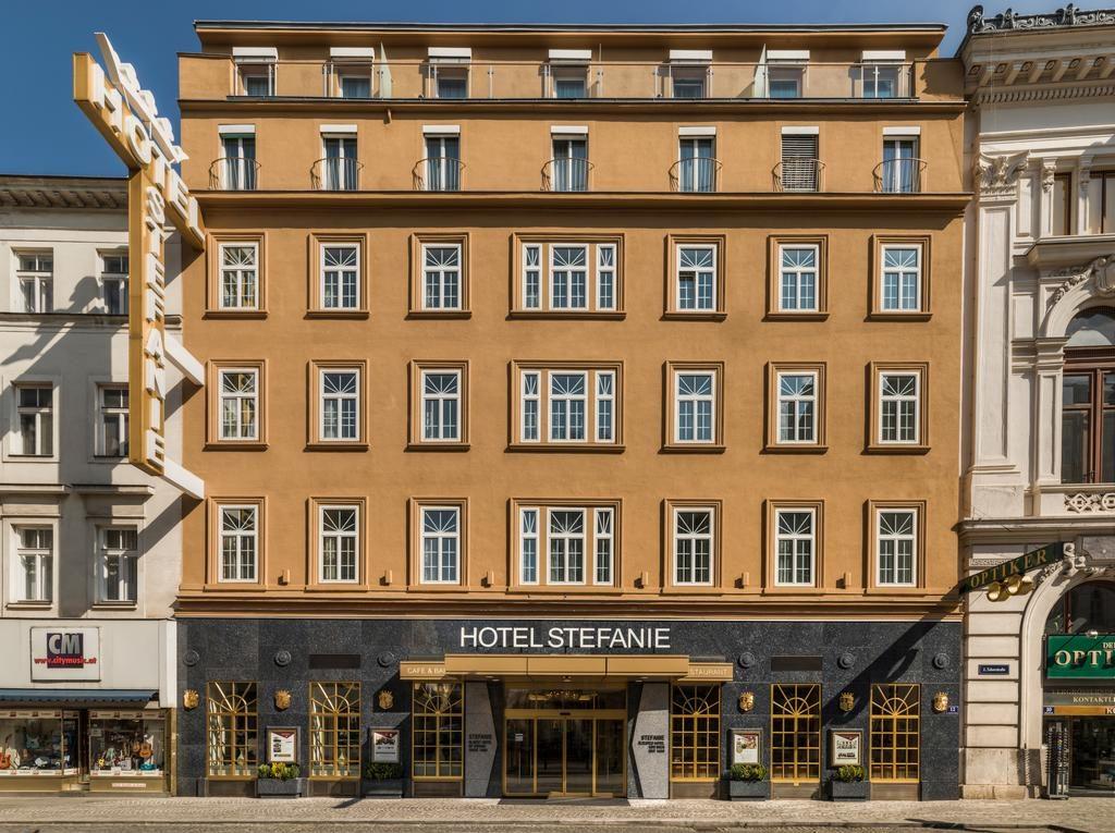 Vista da fachada do Hotel Stephanie, uma opção de onde ficar em Viena.