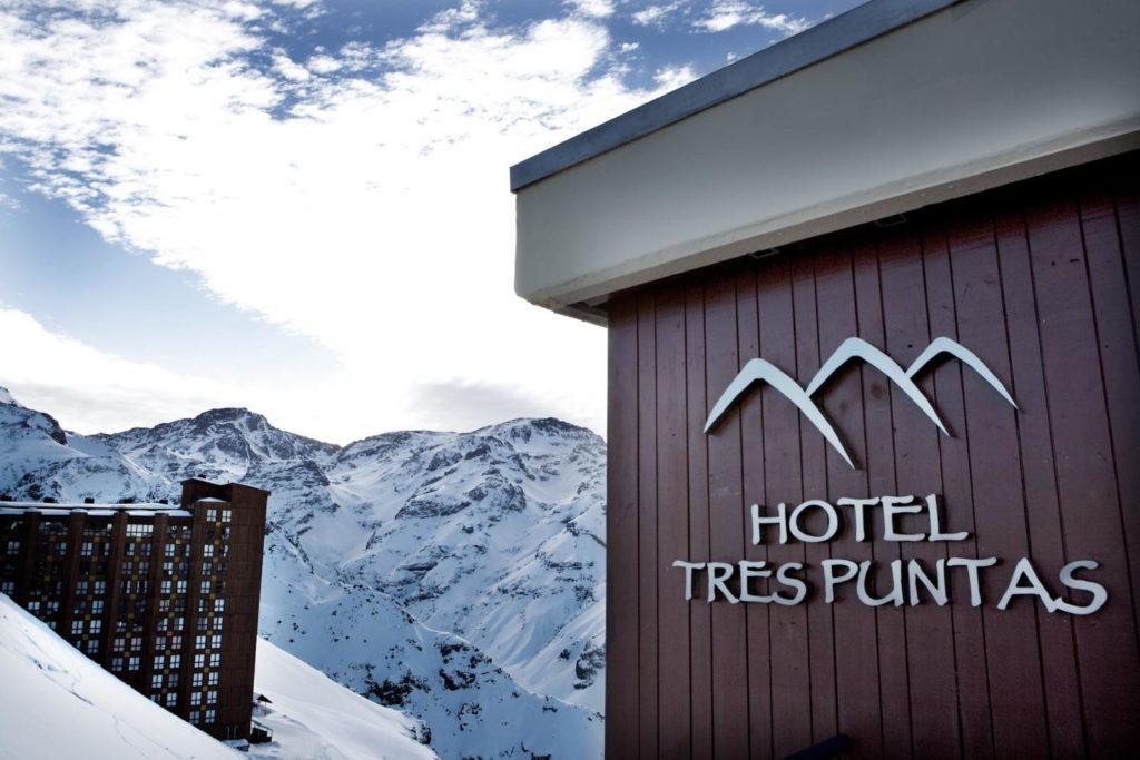 Uma das opções de onde ficar em Valle Nevado Chile, o Hotel Tres Puntas. Foto do site oficial Valle Nevado.