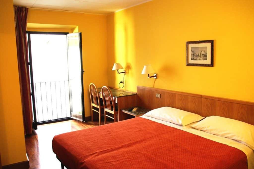 Quarto do hotel Vecchia Milano no Centro fica bem perto do que fazer e Milao.