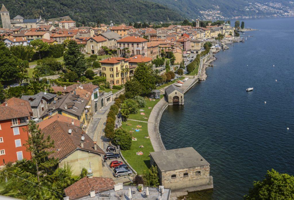 Vista do Lago Maggiore, na Itália no arredores de Milão