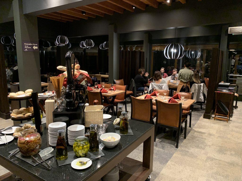 Ambiente do restaurante Monte Bianco, opção de onde comer no Valle Nevado. Foto: Bruno Tavares