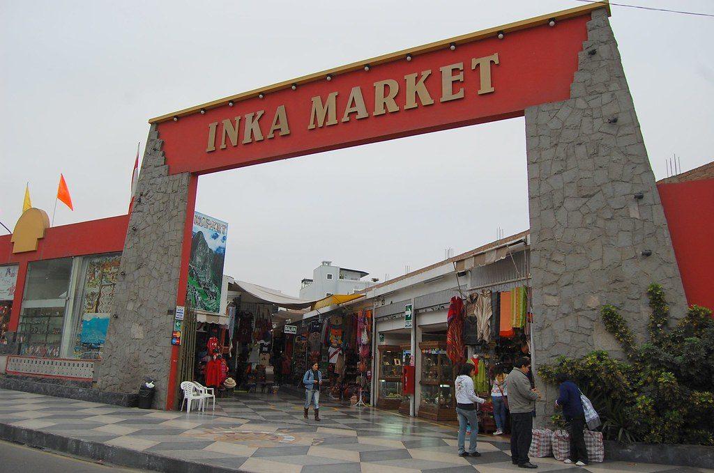Entrada do Mercado Inca, uma opção de o que fazer em Lima, no Peru.