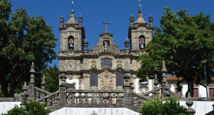 Vista do Mosteiro de Guimarães, em Portugal.
