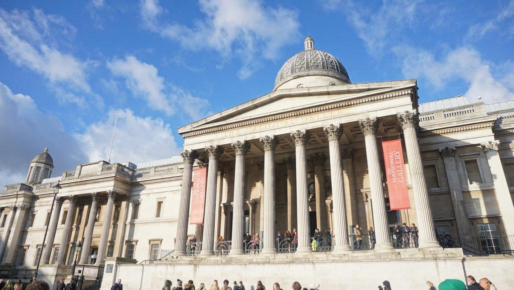 Vista da fachada do Museu Britânico em Londres. Foto de khjgd2 via Pixabay.