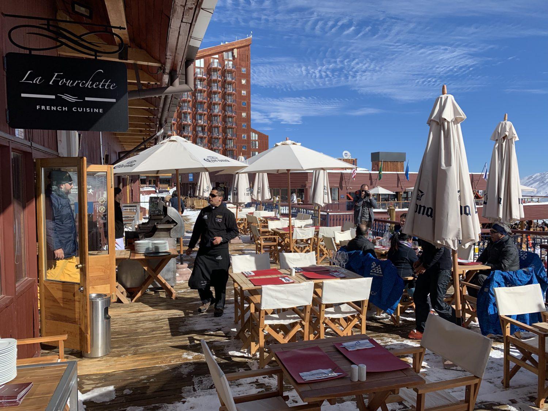 Área externa de restaurante La Fourchette, no Valle Nevado. Foto de Bruno Tavares