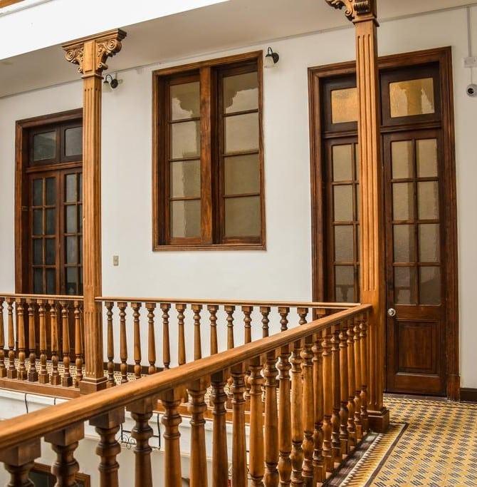 Área dos corredores do Orchid Hostel em Lima.