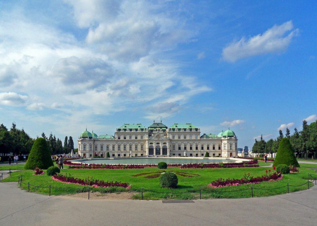 Vista dos belos jardins do Palácio Belvedere, opção em Viena pontos turisticos.