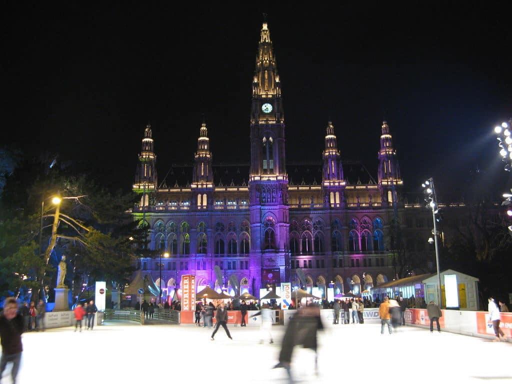 A pista de patinação no gelo em frente a Rathaus - Foto: Olivier Bruchez via Flickr