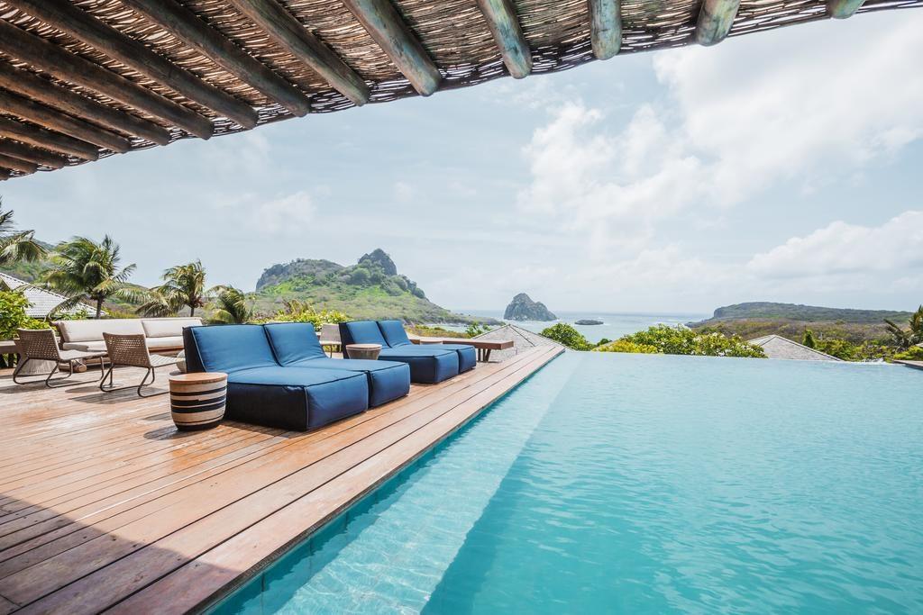 Foto da piscina de borda infinita com vista para o mar de Fernando de Noronha