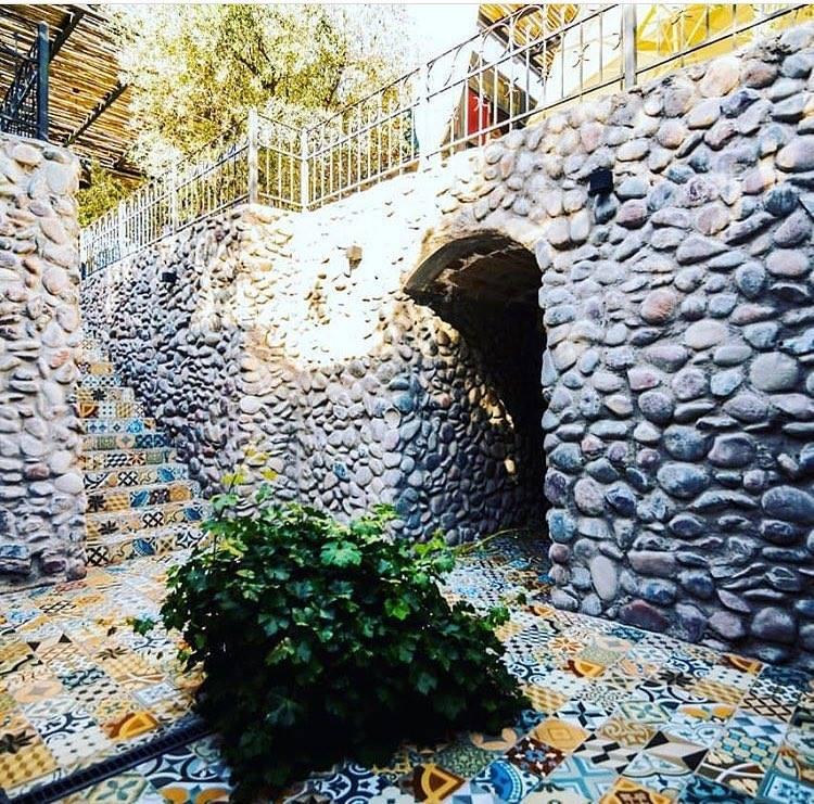"""A escada decorada com azulejos na saído da ˜Purgatório"""" Vinicola Mendoza"""
